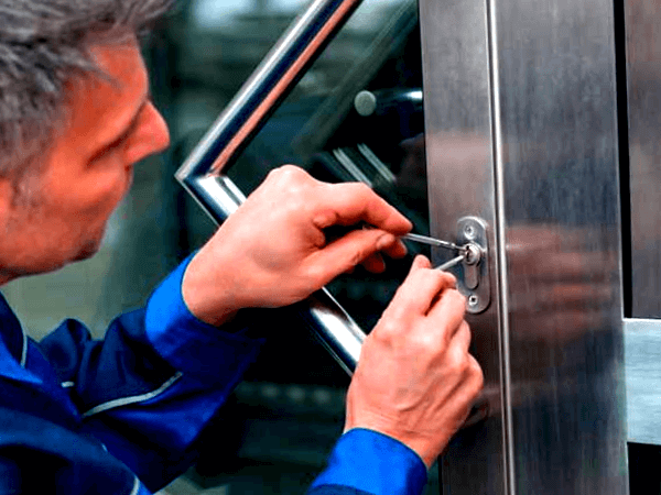la factura del cerrajero la cubre el seguro en que casos